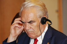 Г.И. Шмаль очень внимательно слушает иностранных гостей Конгресса